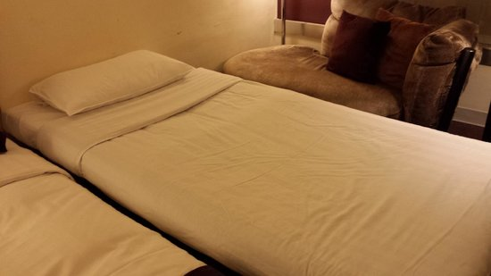 Prudential Hotel Room Extra Bed Mattress Very Thin And Sinks In The