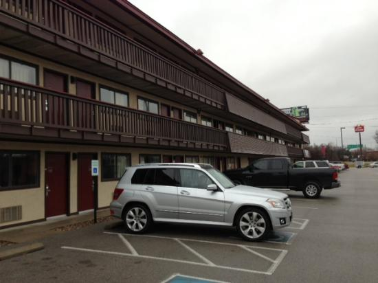 Delightful Top Sheet Stain 2 Picture Of Red Roof Inn Louisville Airport