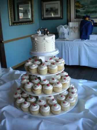 Wedding Cupcake Cake   Picture of PattyCakes Bakery  Galveston     PattyCakes Bakery  Wedding Cupcake Cake