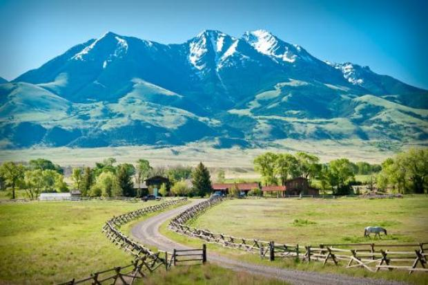 Rivers Bend Lodge and Emigrant Peak - Picture of Reedfly Farm & Rivers Bend  Lodge, Emigrant - Tripadvisor