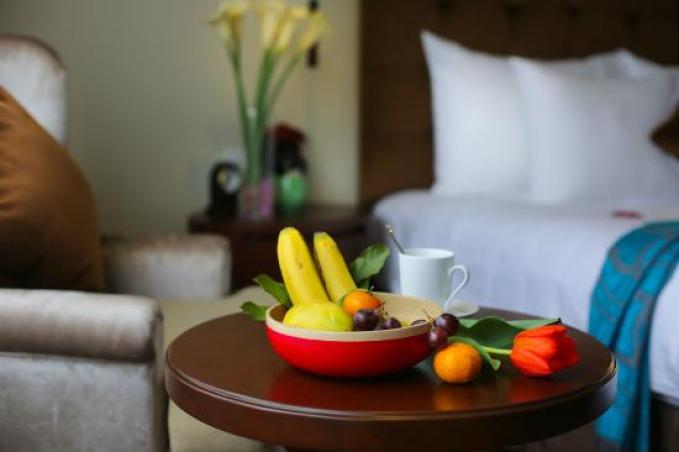 Fresh Fruit (125999618)