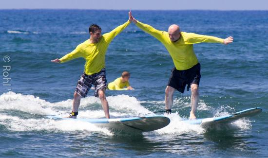 2 Of Our First Time Surfers Surfing Foto Di Uncle