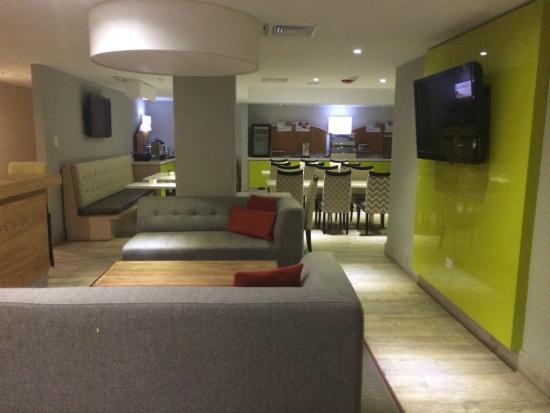 Breakfast area - Photo de Holiday Inn Express San Juan ...