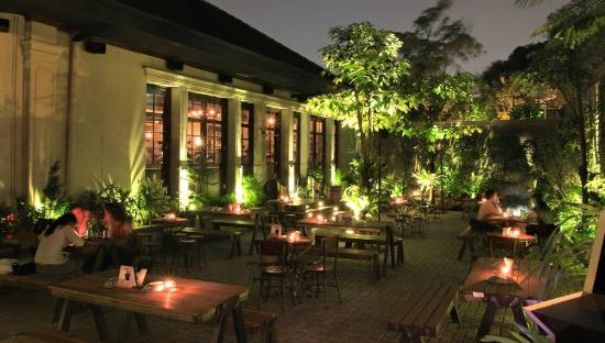 Learn about beer history, beer brewing, ingredients and the essential styles of beer every enthusiast should know. Outdoor Beer Garden Foto Camden Bar Cikini Jakarta Tripadvisor
