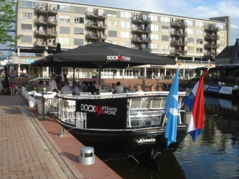 Dock 19 heeft sinds kort een terrasboot - Picture of Dock 19, Almelo -  Tripadvisor
