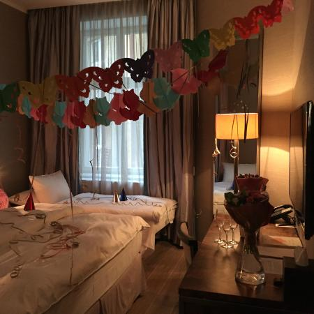 Heavenly Awesome Decoration Ideas For First Wedding Anniversary
