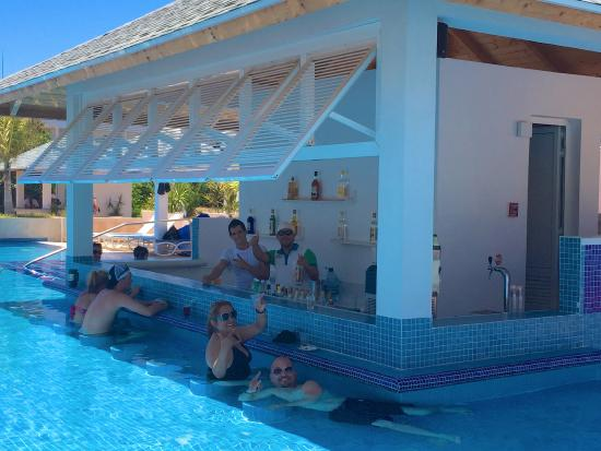 Pool Swim Up Bar Picture Of Valentin Perla Blanca Cayo
