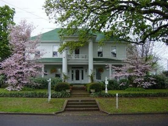 THEE HUBBELL HOUSE BED & BREAKFAST (Winnsboro, TX