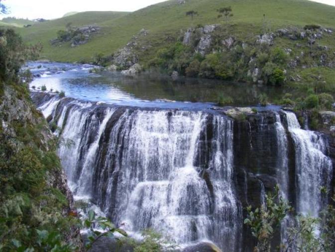 cachoeira vista na margem esquerda - Foto de Cachoeirão dos Rodrigues, São  José dos Ausentes - Tripadvisor