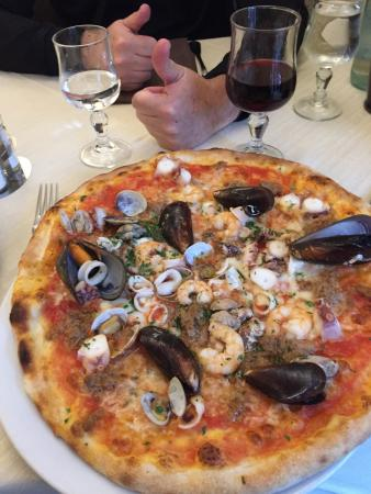 Noe valley's ardiana is the pizza church from the team behind gialina and divisadero street's beloved ragazza, its giant oven is open on church street. Ristorante Pizzeria La Ragazza Picture Of Ristorante Pizzeria La Ragazza Milan Tripadvisor