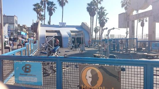 Street Performer - Picture of Venice Beach, Los Angeles ...