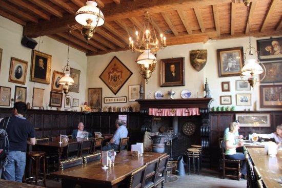 El pub más antiguo de Brujas - Opiniones sobre Herberg Vlissinghe ...