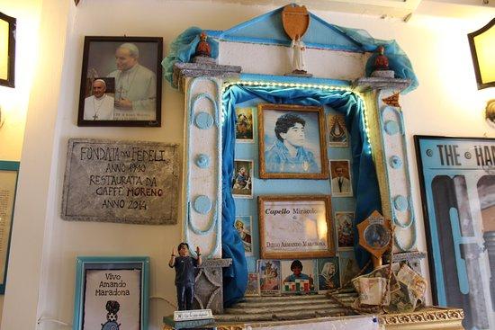 Altarino di Maradona: fotografía de Bar Nilo, Nápoles - Tripadvisor