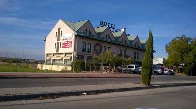 Resultado de imagen de HOTEL MIRALCAMPO