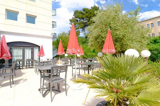 Terrasse Restaurant Courtepaille Photo De Ibis Marseille