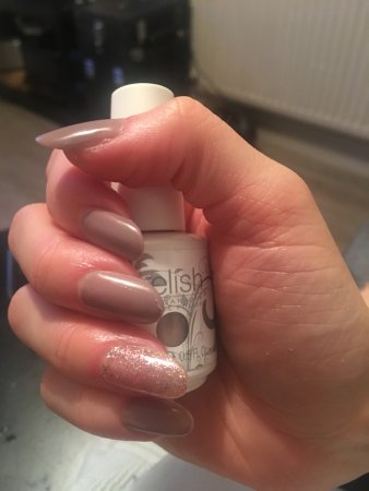 The Dip Powder Manicure Trend You Ve Been Seeing On Insram Isn T New Self