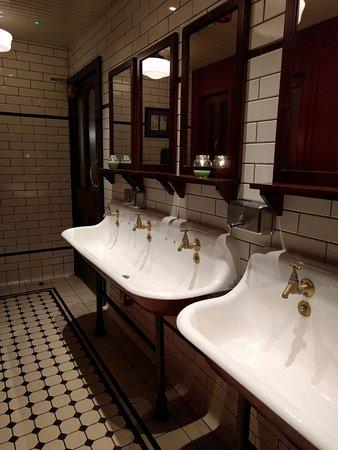 old fashioned sinks in bathrom