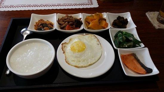 中式早餐 (好吃, 阿基伯60年冰店,所以繞進了市區,威風凜凜的土地公,厚片土司及法國吐司等等的美味早餐,松花皮蛋