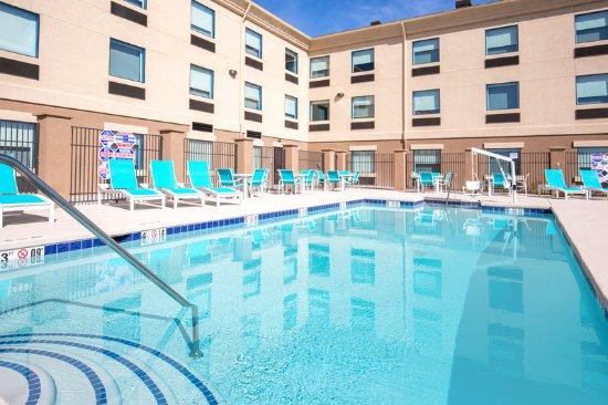 Holiday Inn Express Amp Suites Pahrump 127 160