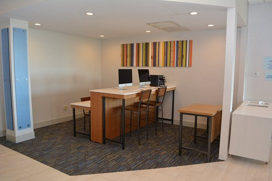 HOLIDAY INN EXPRESS   SUITES WATERVILLE   NORTH  127       1    3    6         All photos  27  27