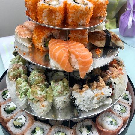 tanuki party de luxe set v opisanii 108 rollov i 8 sushi