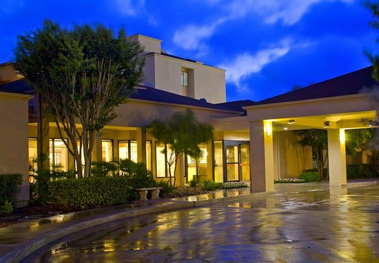 Courtyard By Marriott San Antonio Airport 110 ̶1̶4̶4̶