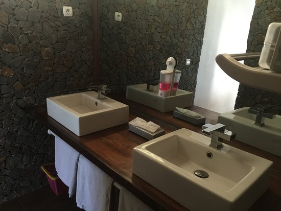 adonys eden lodge salle de bain avec double vasques bungalow 2 disa