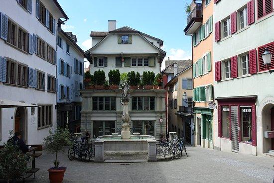 una calle pintoresca - Opiniones de viajeros sobre Niederdorf ...