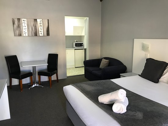 All Rooms Have A Dining Table And Chairs Picture Of Hideaway Motor Inn Armidale Tripadvisor