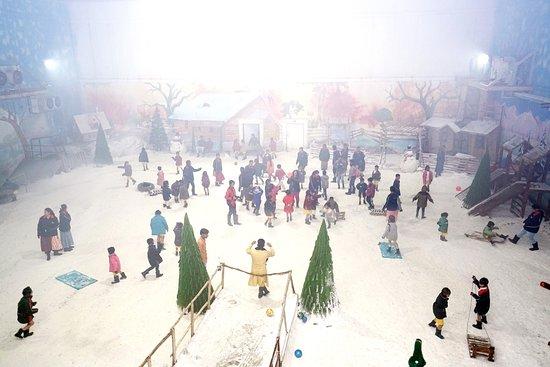 Harga tiket trans snow world bintaro, pesan tiket dengan harga mulai dari rp 450,000 untuk tiga orang. Picnic Place Review Of Maniar S Wonderland Snow Park Ahmedabad India Tripadvisor