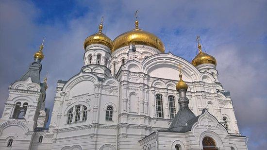 Много посетителей - Изображение Белогорский монастырь ...