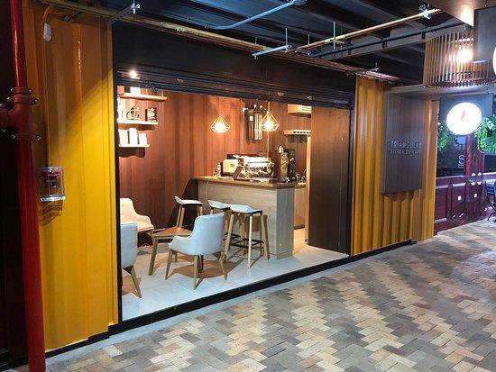 triangular tienda de cafe bogota