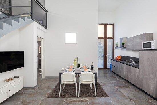 Visualizza altre idee su arredamento, open space, ristrutturare. Brick E Uno Dei Sei Appartamenti Di Loft 292 Ha Una Grandezza Di 120 Mq E Composto Da Una Zona Giorno Open Space Con Cucina E Salotto Due Camere