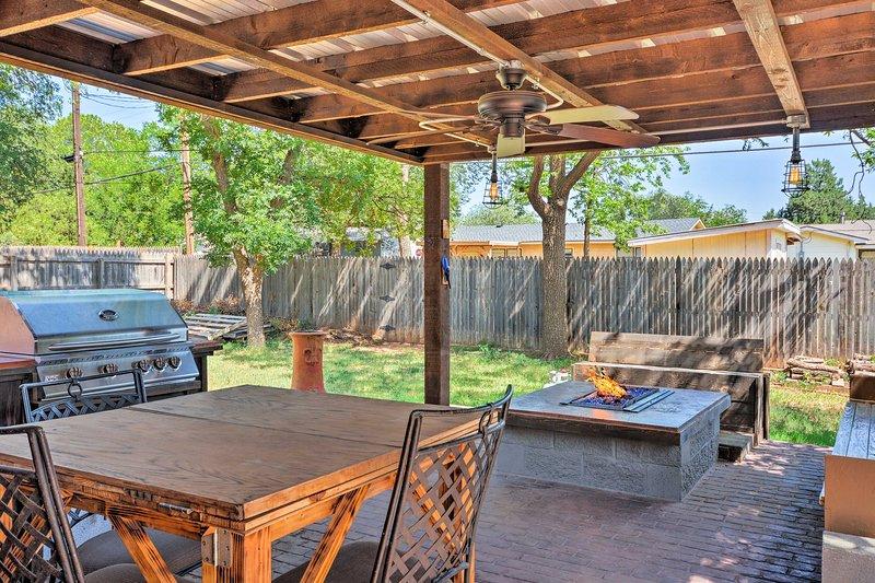 2021 rustic farm home w patio grill