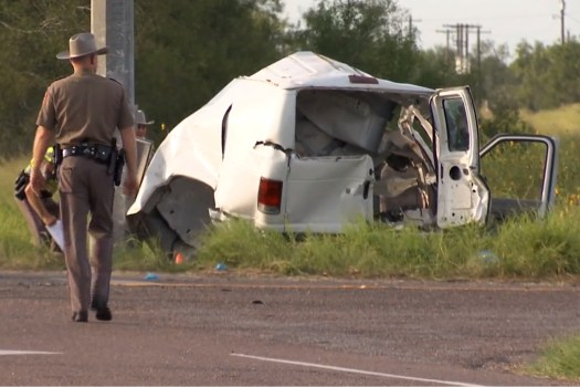 10 killed when packed van crashes in South Texas 2