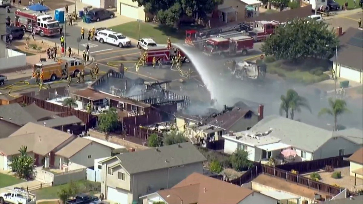 Airplane crashes in residential community northeast of San Diego,  surroundings constructions on fireplace - elegant news