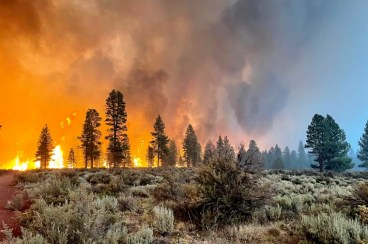 Image: The Bootleg Fire burns on July 12, 2021 in Bly, Oregon.