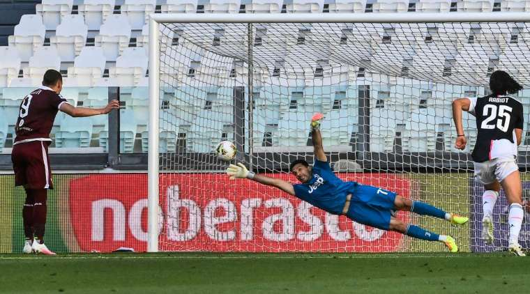 Penalty - 2: 1 - 45 + 6 'Belotti A. (Penalty), Torino. Goal! Andrea Belotti (Torino) won the battle of characters and confidently outplayed Gianluigi Buffon, powerfully hitting a penalty kick on the left side of the goal.