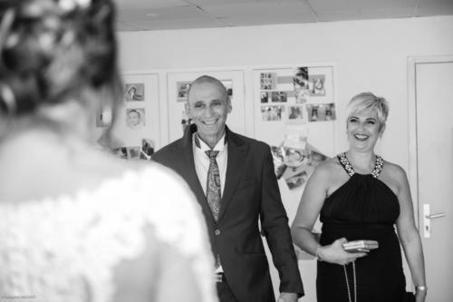 Le papa qui voit sa fille mariée pour la première fois