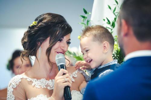 La mariée et son enfant lors du discours