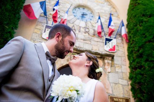 Les mariés à la sortie de la mairie