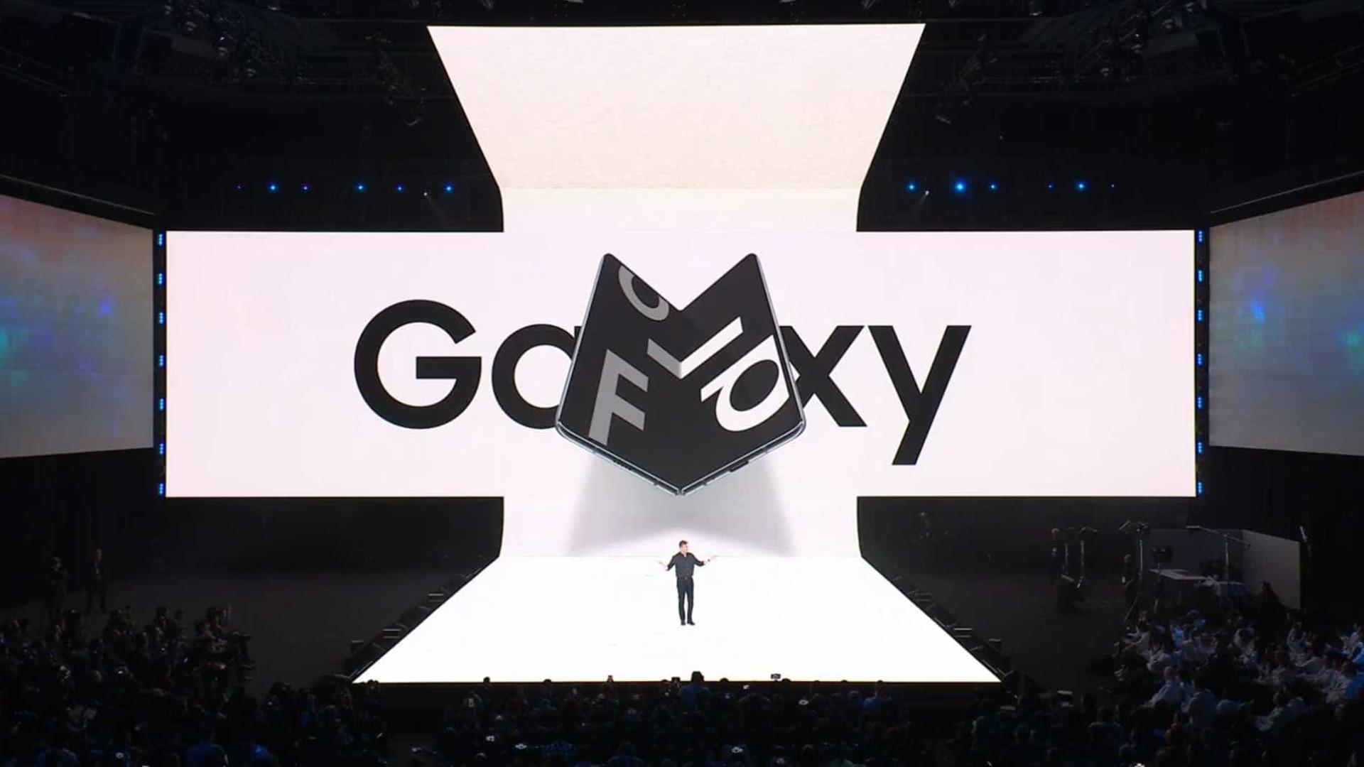Samsung apresenta smartphone dobrável que será vendido a R$ 8.999