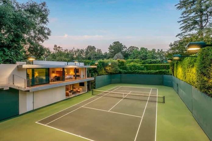 Mansão onde Brad Pitt e Jennifer Aniston viveram é vendida