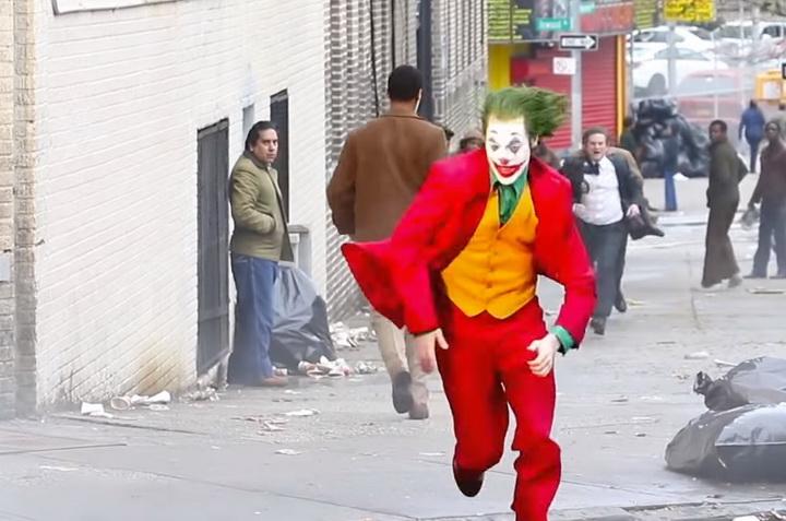 Joker_behind