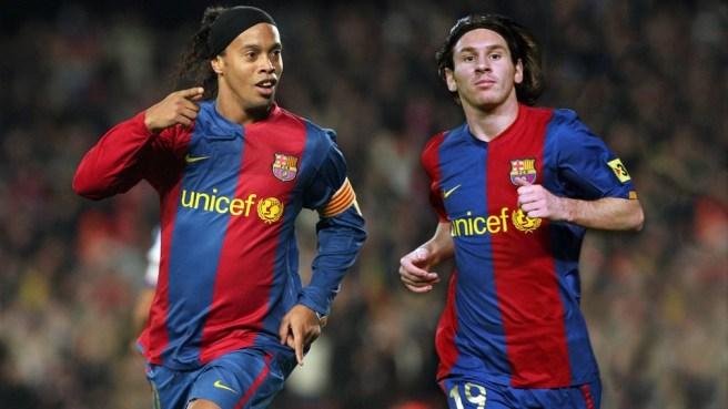 FC Barcelone: Ronaldinho veut retirer le N° 10 de Lionel Messi