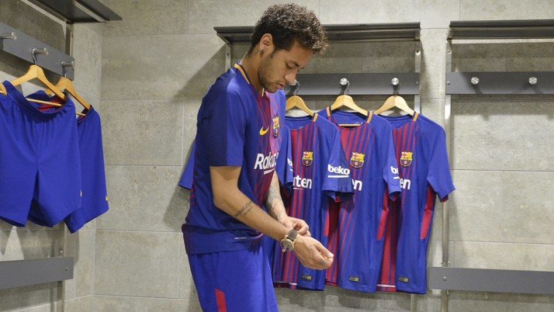 Messi, Neymar, Luis Suárez…las estrellas del Barça ya visten la camiseta  2017/18 – La Jugada Financiera