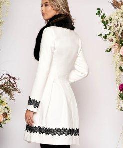 Palton LaDonna alb elegant lung in clos cu guler din blana ecologica si inchidere cu nasturi