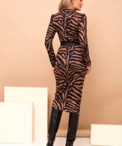 Rochie PrettyGirl maro midi tip creion eleganta din material tricotat cu imprimeu tigrat si accesoriu tip curea