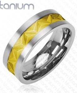 Inel argintiu din titan, cu un ornament auriu