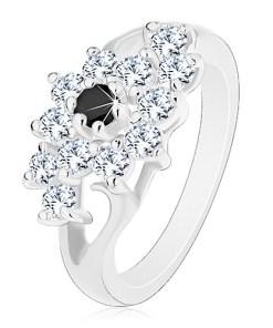 Inel de culoare argintie, braţe despicate, floare transparentă cu centrul negru